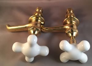 OF1532 Unknown maker single basin tap set